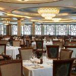 El restaurante principal Versailles ofrece sus platos característicos preparados a la perfección