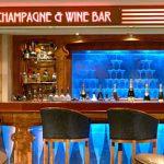 Siéntate en el bar de champán y vinos Magnum's