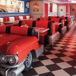 El Cadillac Diner sirve platos tradicionales clásicos las 22 horas del día