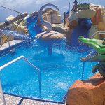 Zambúllete en la piscina infantil de Buccaneer's Wet & Wild
