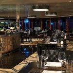 Cena en un lugar nuevo cada noche de tu crucero.